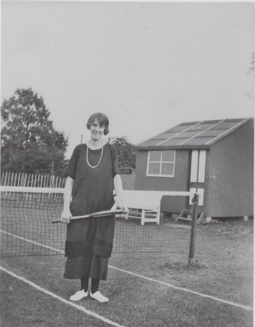 h625_tennis_lady-001.jpg