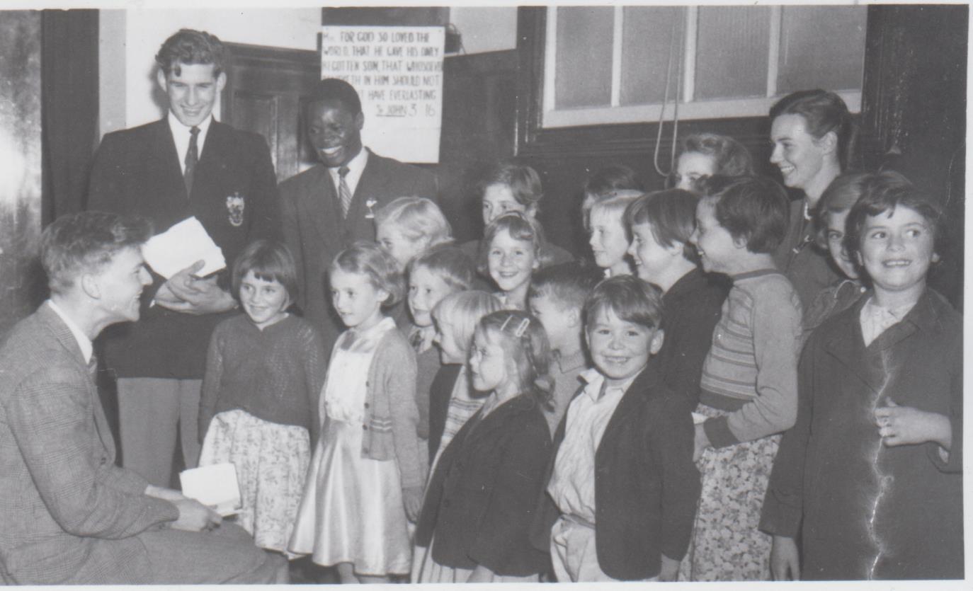 h662_missionary_at_school_c1954-001.jpg