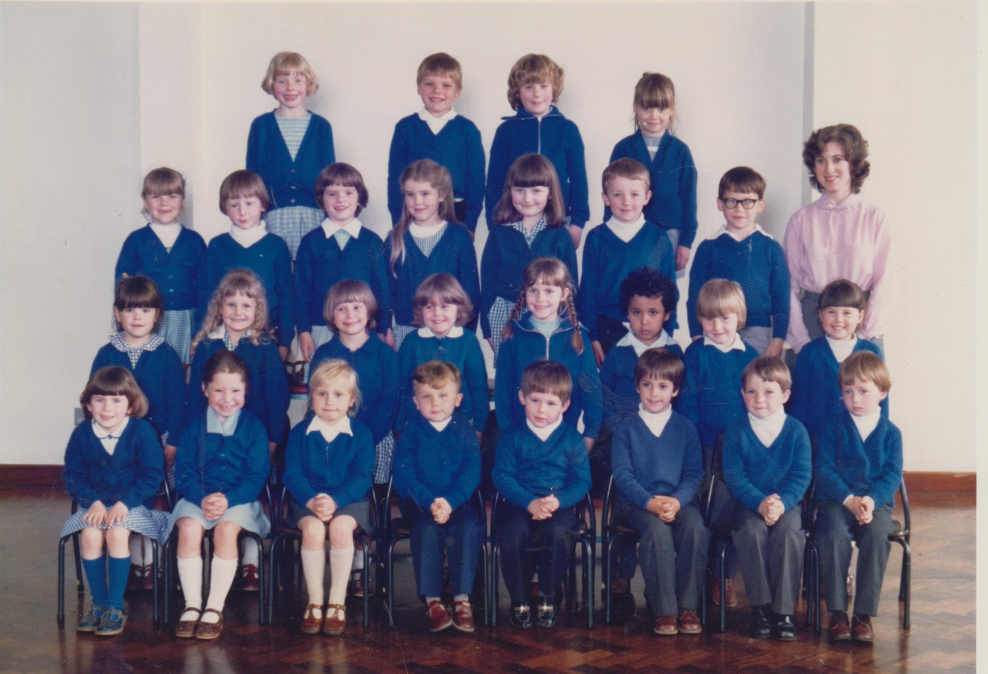 school_group_with_Mrs_Cave_Miss_Michael_001.jpg