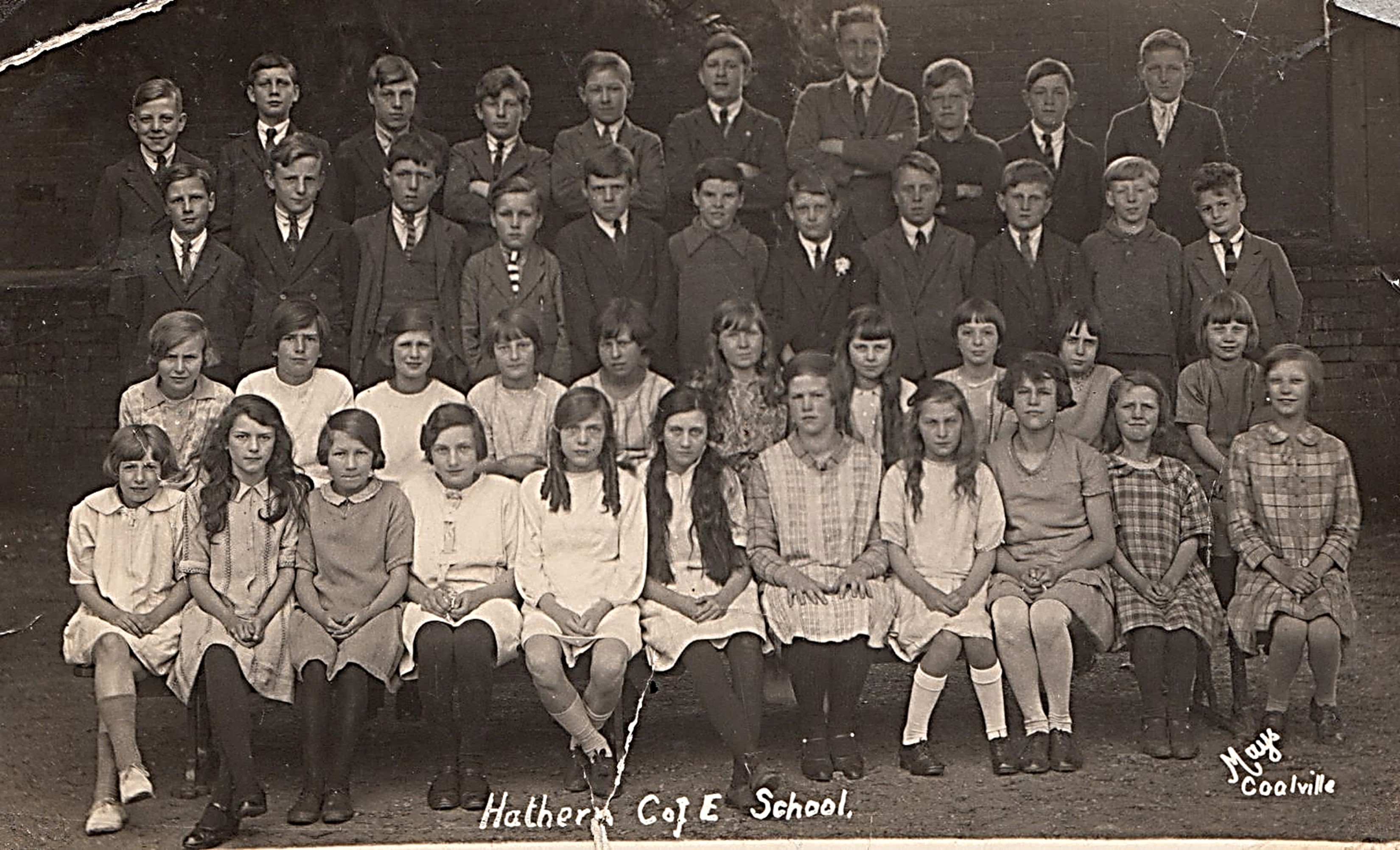 Late 1920s. Phil, born in 1919, is shown on the far right in second row. Picture 1.15 with full list of pupils is in the school gallery on this website