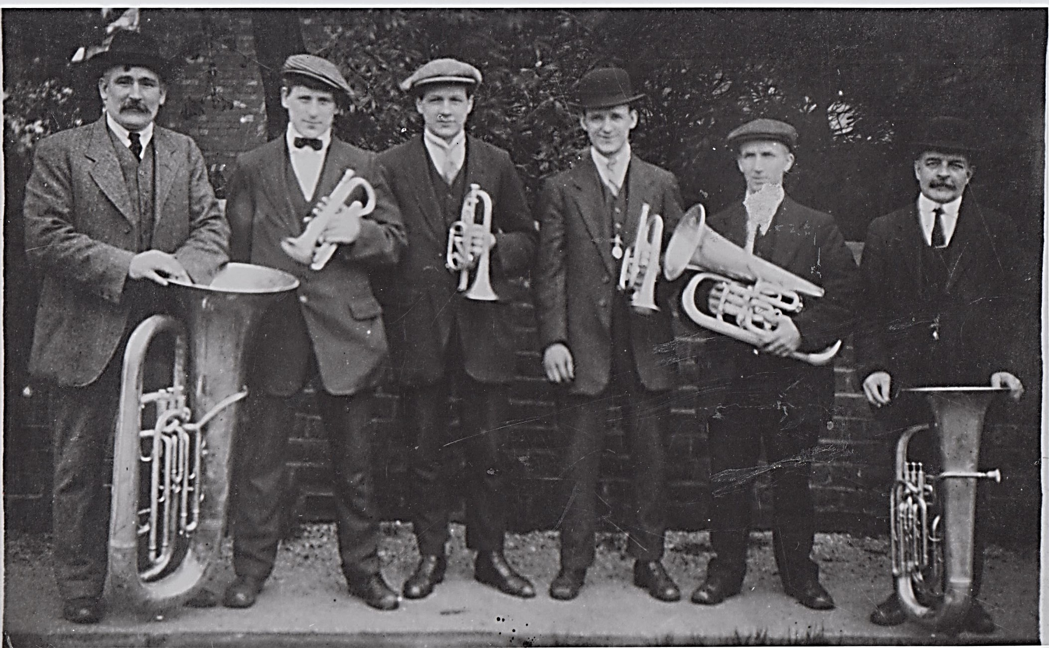 six_band_members_659.jpg