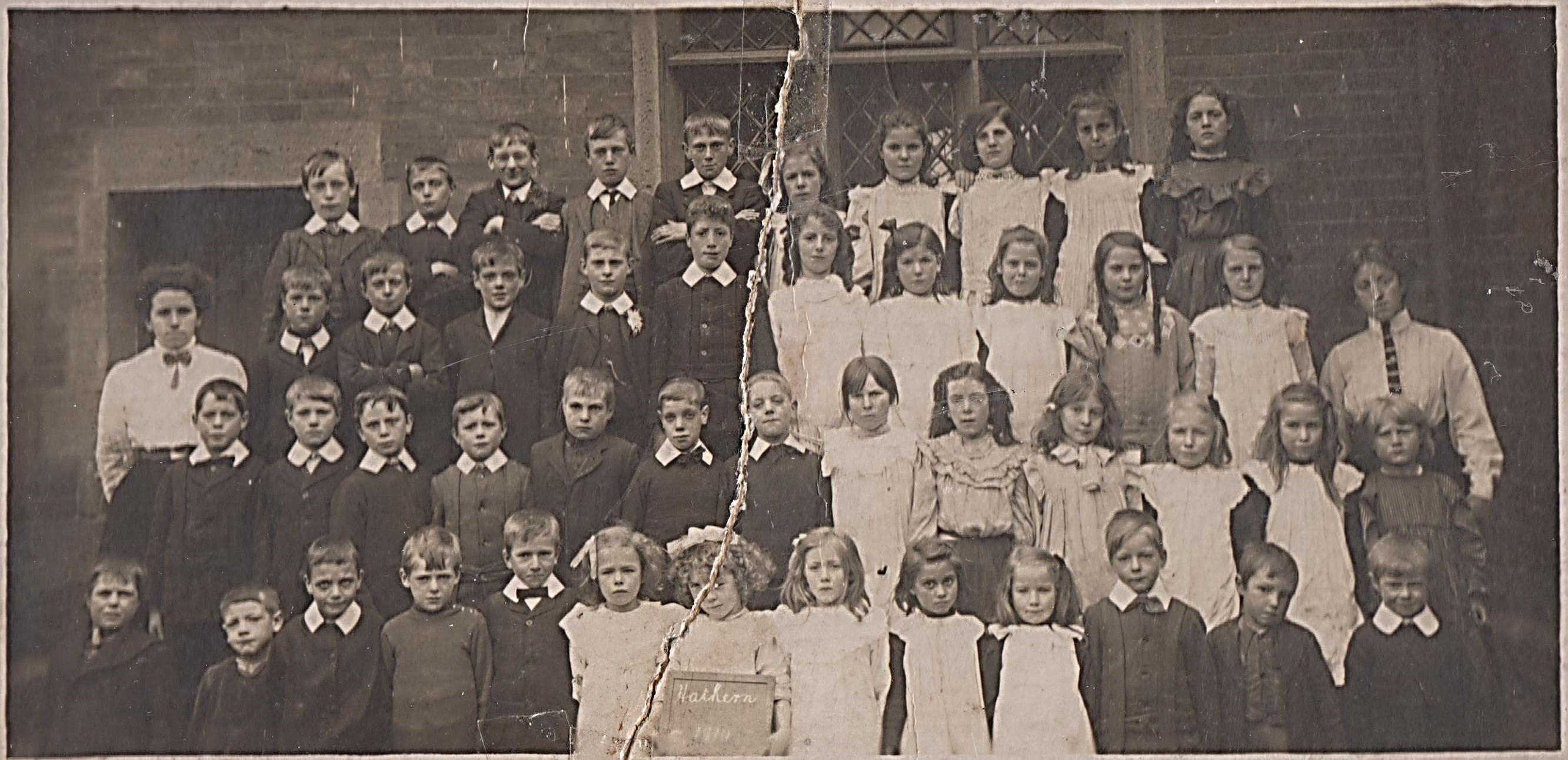 school_group_1910.jpg