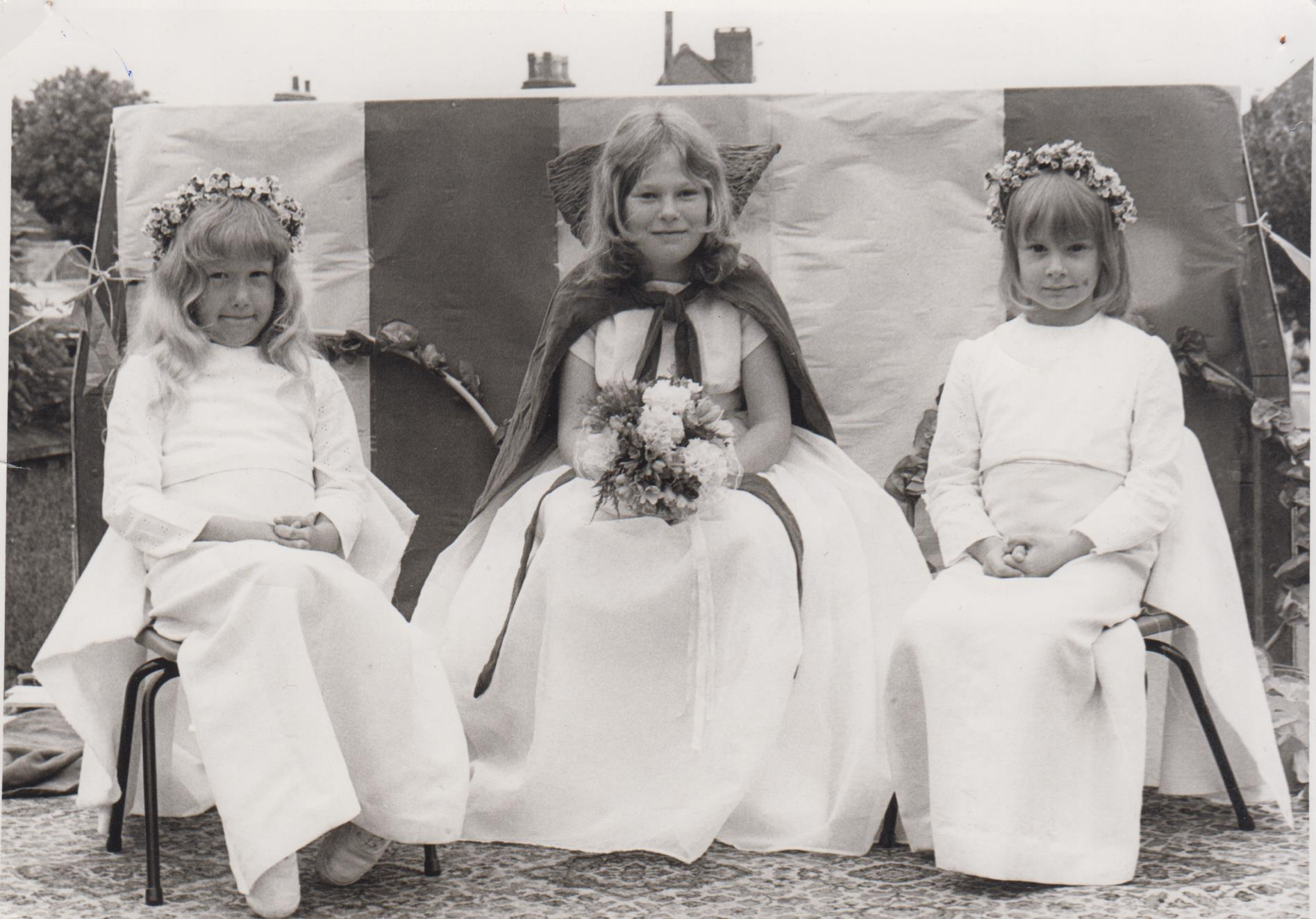 carnival_queen_with_attendants_001.jpg