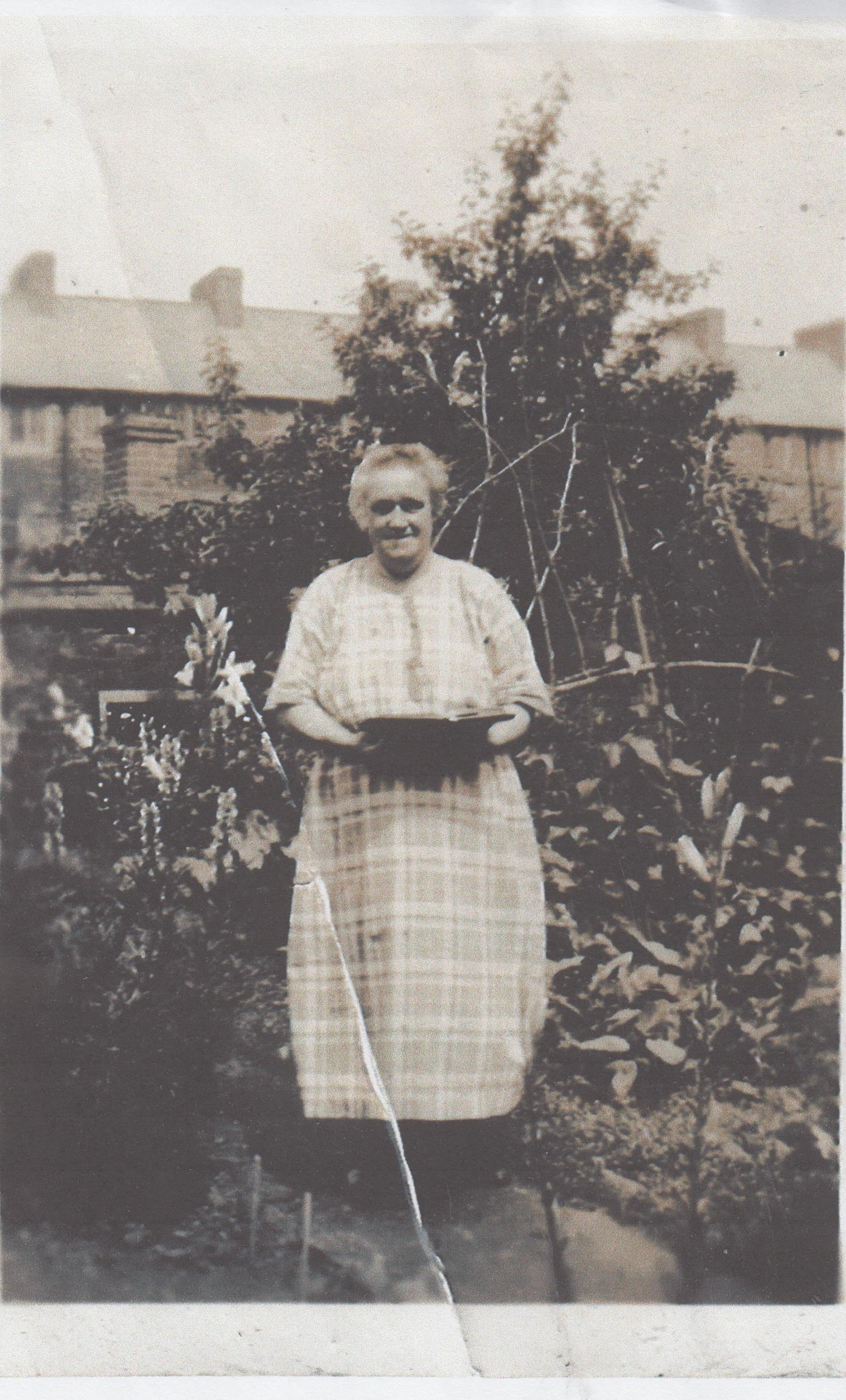 rose_spencer_with_rookery_behind_001.jpg