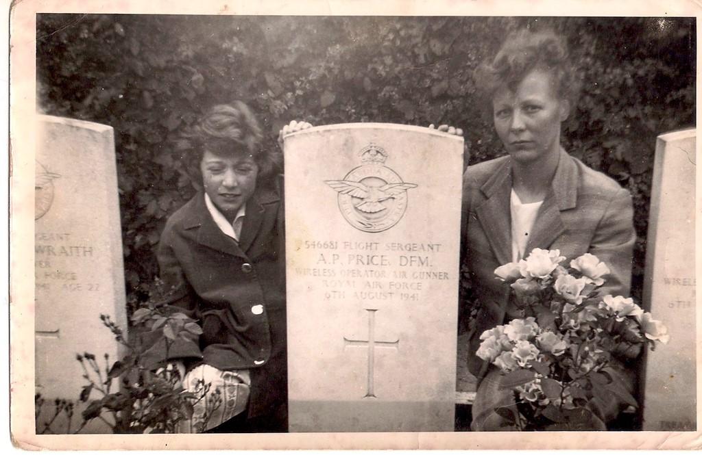 gwen_saunders_at_phils_gravestone.jpg