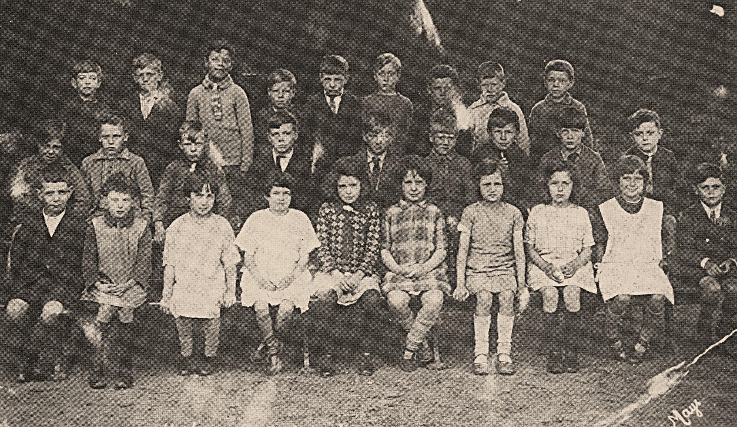 pim_school_group_1930.jpg